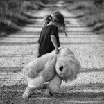 Kind met een narcistische ouder: tips en voorlichting hoe je het kind leert wat narcisme is.